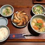 札幌餃子きたろう - 料理写真:薄皮餃子定食