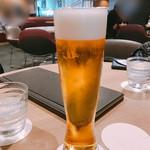 フライヤーズテーブル - ビールで乾杯
