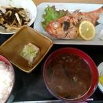 呑み喰い処 奥飛騨 - 金目鯛塩焼き定食(680円)