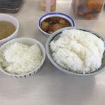84897865 - ミニ定食のごはん(左)と、小飯サイズのごはん(右)