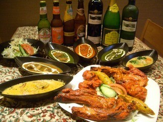 ヌーラーニ - 数十種類のカリーはもちろん、インドから直輸入したタンドールの料理は絶品です☆インドのアルコール類も充実!!!
