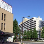 天かめ - 江戸川橋交差点、左のコモディイイダ