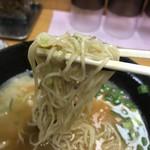 博多とんこつラーメン酒場 とんび - 麺 リフト