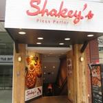 シェーキーズ 横浜西口店 -