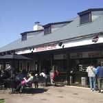 マキバ カフェ - まきばカフェの様子(牧場は裏側です)