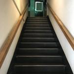 小作 - 二階に行く階段
