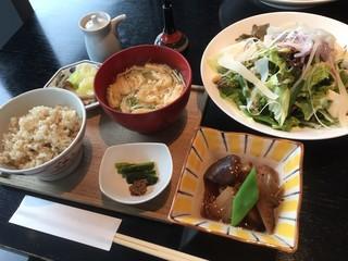 酢重ダイニング 渋谷ヒカリエ店 - 信州豆と葉野菜のサラダ(1200円税込)