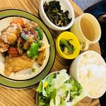 hole hole cafe&diner - 2017/4/21 ランチで利用。 週替りプレート(980円+税) +ハーフパンケーキ(580円+税)