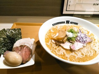 Sagamihara 欅 - +250で特製に。チャーシューは1枚ずつ増し、海苔3枚と味玉。