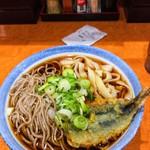 長命うどん - 料理写真:コロ(きしめん+そば)+魚天ぷら