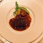 シェ・ブラウゼ - 牛ヒレ肉のグリル 旬の野菜のロースト