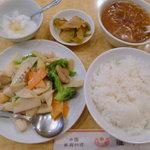 龍門新館 - 小柱と野菜の炒め(名前は不正確)のランチ