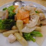 龍門新館 - 小柱と野菜の炒め(名前は不正確)