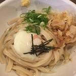 わだち草 - 温泉玉子生醤油うどん  冷 650円