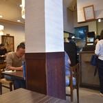 黒かつ亭 - 店内はカウンター&テーブル