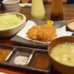 黒かつ亭 - ランチ 千切りキャベ&豚汁付き