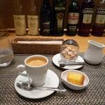 84931199 - コーヒーとデザート
