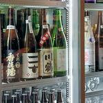 き田たけうどん - お酒のラインナップ。これだけ見ると角打ちのお店顔負けです