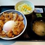 吉野家 - 料理写真:鶏すき丼大盛りサラダセット