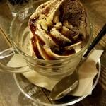 すみだ珈琲 - コーヒーソフトクリーム:450円
