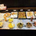 84939190 - インドネパール系の料理、惣菜が豊富!