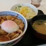 吉野家 八幡久保田店 - 鶏すき丼と生野菜サラダセット