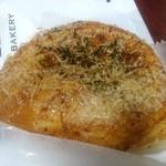 84949722 - 広島風お好み焼きパン180円