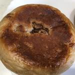 ブーランジュリーヨシオカ - クルミとクリームチーズ(160円)