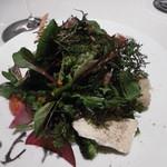 84952275 - 野菜とハーブのサラダ