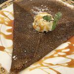 セタビカフェ - ガレット キャラメルアイスクリーム添え