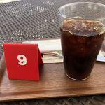 セタビカフェ - アイスコーヒー、ブラックで!