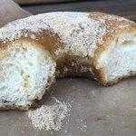 ヒグマドーナッツ - 黒豆塩きなこの断面