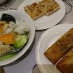 香港点心楼 - 野菜とイカの炒め物や点心②