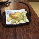 いし田 - 天ざる定食の天ぷら。海老2尾もついてた!
