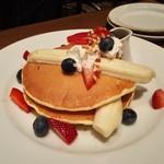 ジェイエスパンケーキカフェ - 苺とバナナ