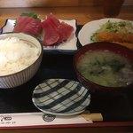 食事処 見晴 - 料理写真:生鮪の刺身定食 1080円