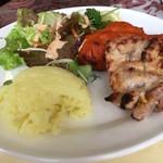Ashoka - ライス、サラダ、チキン料理
