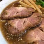 84968281 - 肉そばのチャーシューとスープのアップ