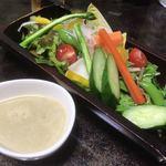 食楽キッチン - 「食楽農園サラダ(自家製バーニャカウダソースつき)(950円)」