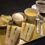 時代家 - 料理写真:ホットコーヒー350円と日替わりのモーニング