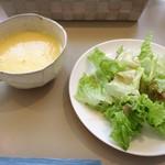 84969595 - ランチのスープとサラダ
