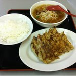 珉珉 - ぎょうざ定食 650円 3のつく日は450円