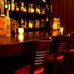 バー アップトゥーユー - 広々としたカウンターで、美味しいお酒と楽しいひと時を★