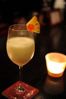 バー アップトゥーユー - フレッシュパイナップルのピニャカラーダ★香り豊かなカクテルです。