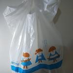 北欧 上野毛店 - パン屋さんの袋で2色印刷って珍しいですよね                             「手で感じ                             手で仕上げ                             笑顔で手渡し」                             と印刷されています。