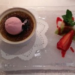 ビストロ アギャット - 本日のデザート ビスタチオのクリームブリュレと季節のフルーツ