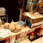 寿庵 - 寿庵@みろく横丁 カウンターのおでんと食材