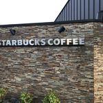 スターバックスコーヒー - 2018/04 京王堀之内の野猿街道沿いにある 郊外型の店舗