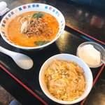 84981623 - 担々麺800円+半炒飯100円=900円
