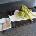 蕎麦切り屋 - 「山菜天ぷら」(これはサービス)